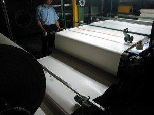 เครื่องจักรผลิตหนังเทียม